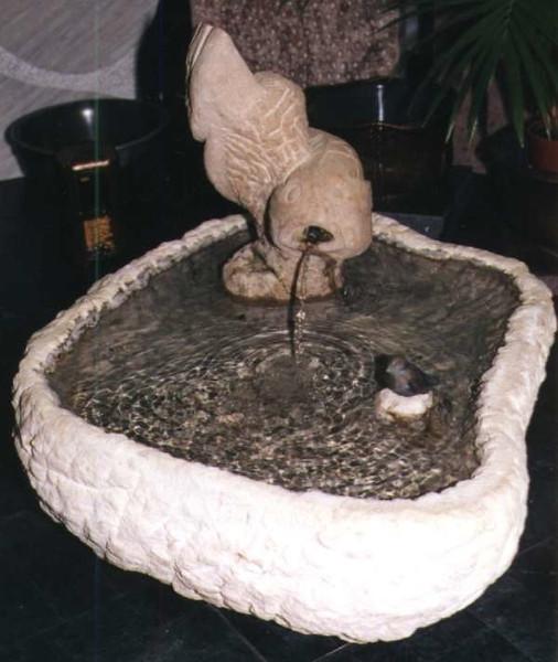 Brunnen mit Wasserspiel Fisch