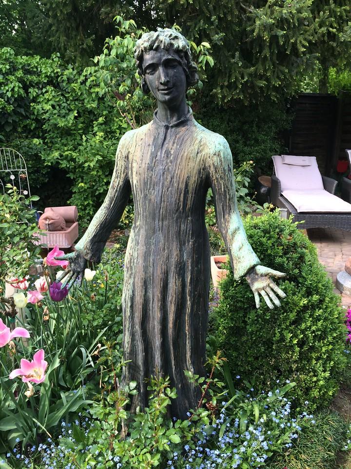 Frau aus Bronze