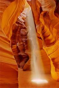 Heavenly Beam, Upper Antelope Canyon