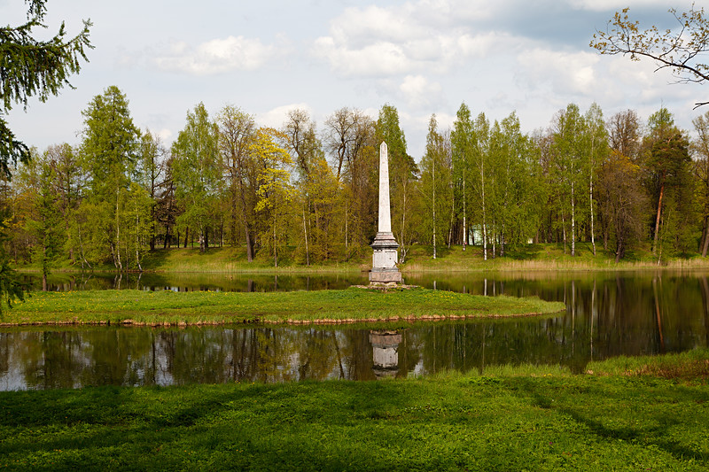 Gatchina Park. The Chesma Obelisk in Spring / Гатчинский парк. Чесменский обелиск весной