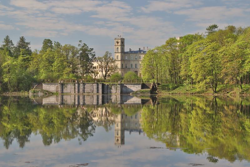 Гатчинский Дворец над Белым озером / The Gatchina Palace over the White Lake