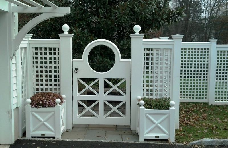 873 - NJ Custom Gate with Large Circle