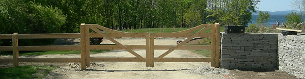 275849 - Shelburne VT - Connecticut Post & Rail Double Gate
