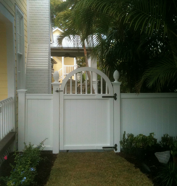 95 - Naples FL - Universal & Arched Spindle Top Gate