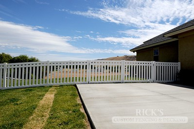 6103 - Custom Vinyl Picket Gate