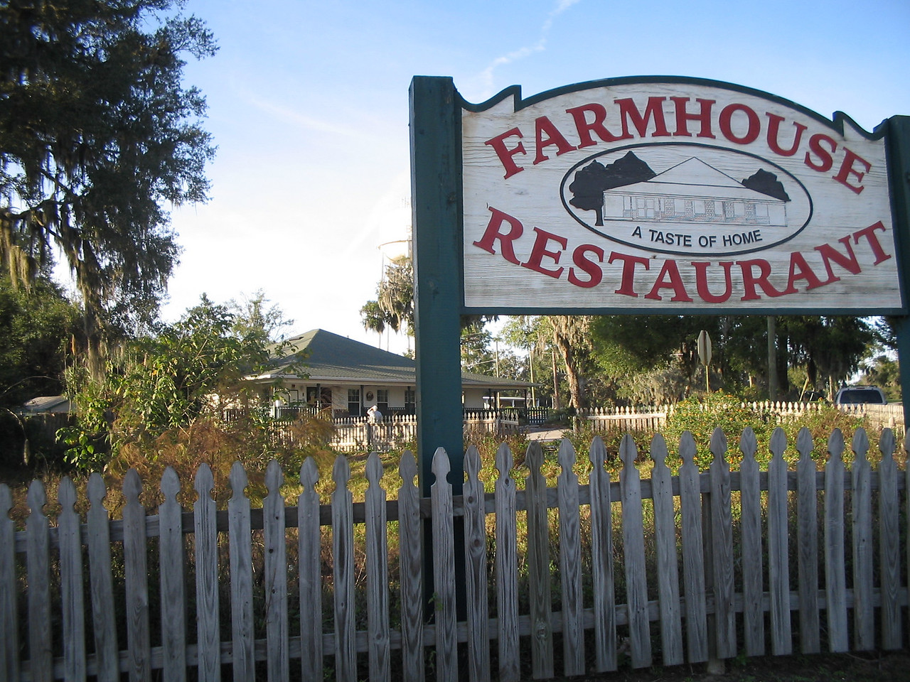 One of the many restaurants in downtown Belleview<br /> PHOTO CREDIT: Florida Trail Association / Judy Trotta
