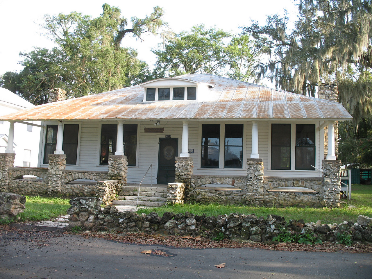 Historic home, downtown Belleview<br /> PHOTO CREDIT: Florida Trail Association / Judy Trotta