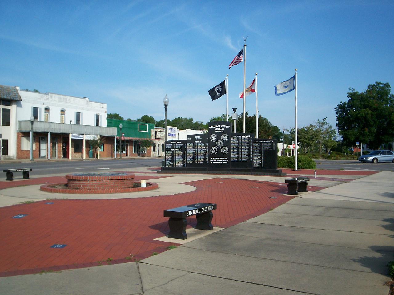 Okaloosa County Veteran's Memorial<br /> PHOTO CREDIT: Wallis Mayo / Florida Trail Association