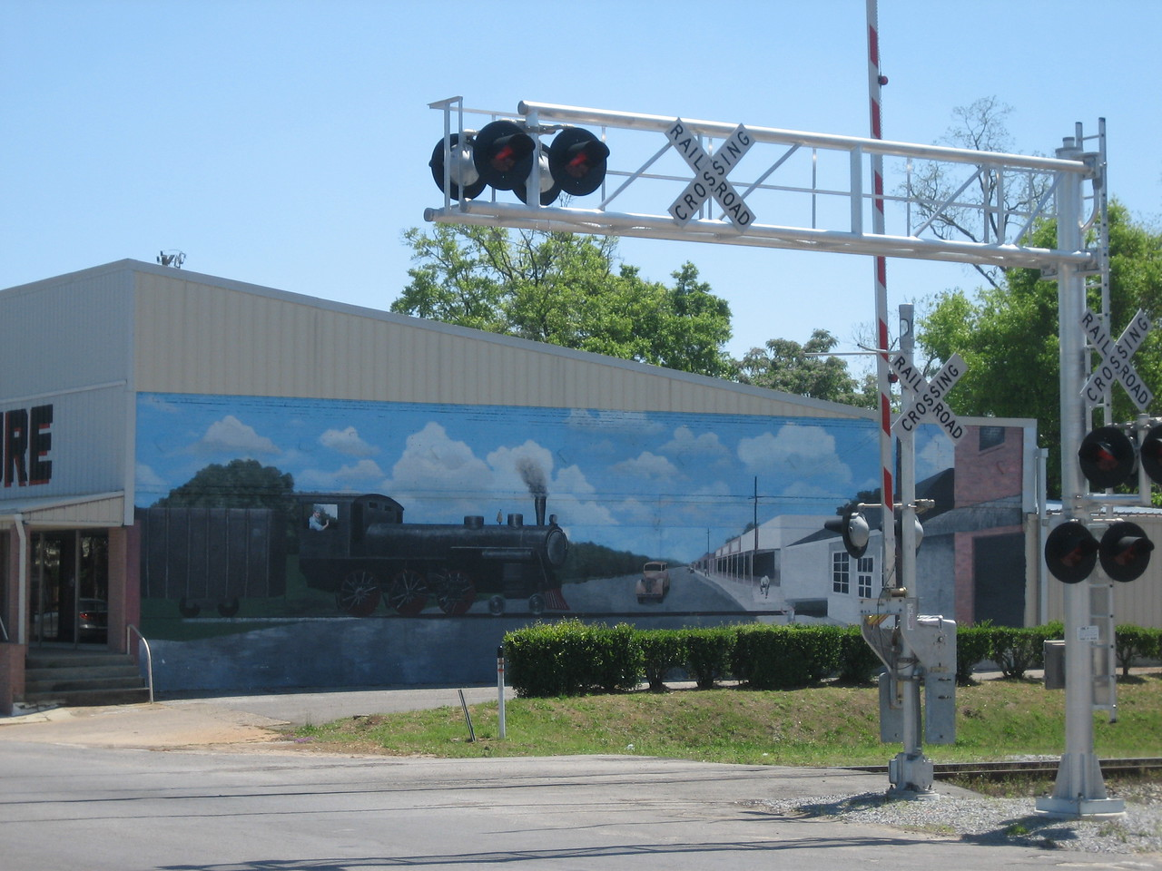 Downtown mural<br /> PHOTO CREDIT: Sandra Friend / Florida Trail Association