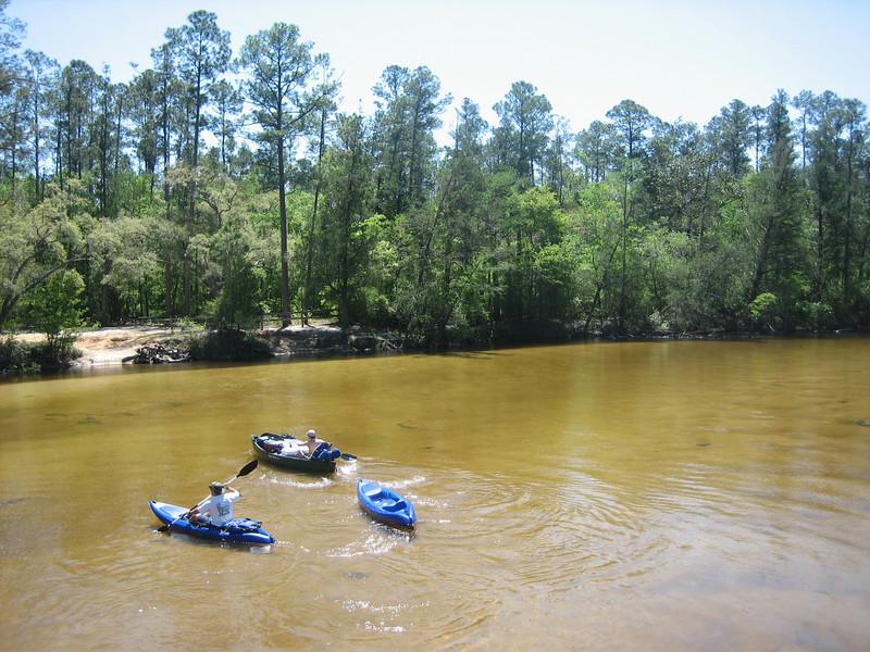 Kayakers at Deaton Bridge (Sandra Friend)