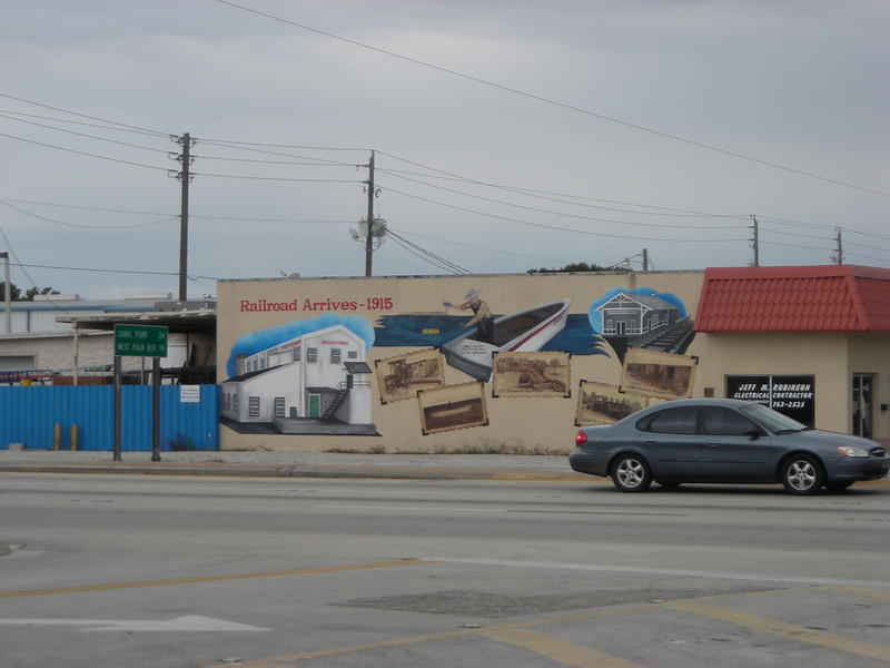 Mural on the side of a building on Hwy 441 (Linda Benton)
