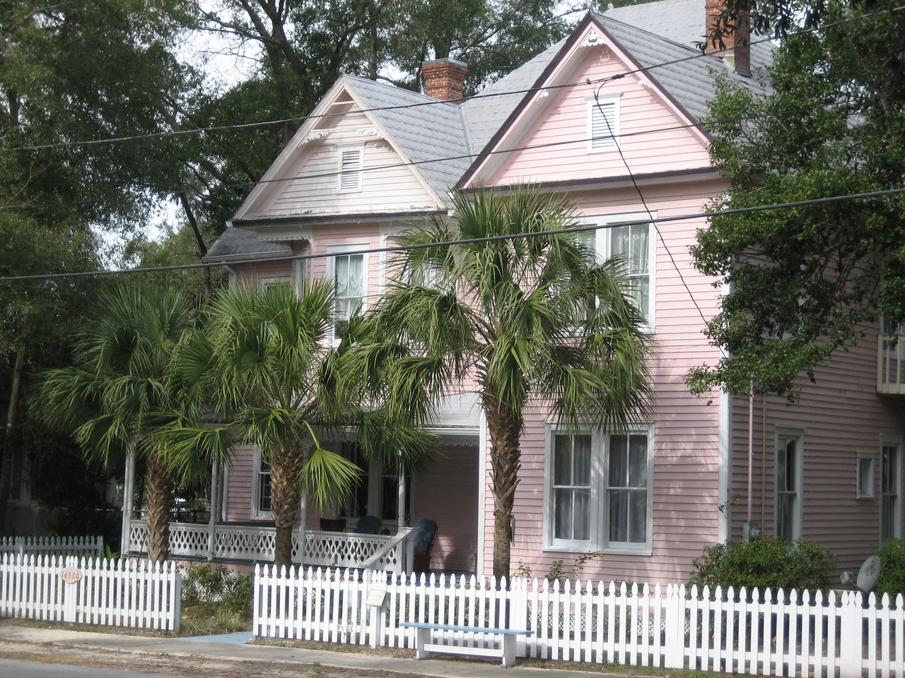 Historic home on River St<br /> PHOTO CREDIT: Sandra Friend / Florida Trail Association
