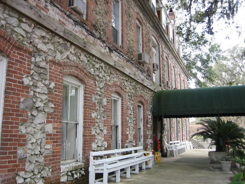 Historic Telford Hotel<br /> PHOTO CREDIT: Sandra Friend / Florida Trail Association