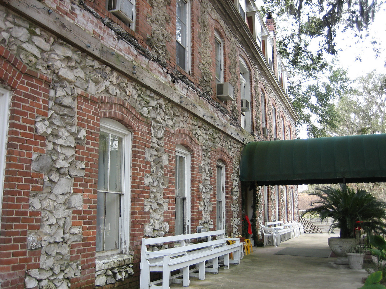Historic Telford Hotel<br /> PHOTO CREDIT: Sandra Friend / Florida Trail Association