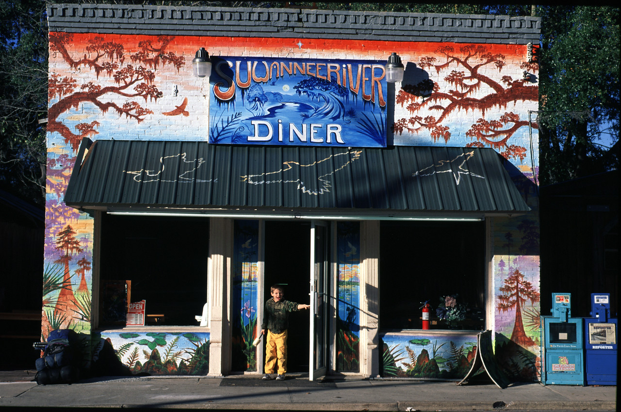 Suwannee Valley Diner<br /> PHOTO CREDIT: Bart Smith / Florida Trail Association