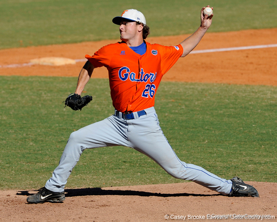 Florida freshman Nick Maronde pitches during the University of Florida Orange and Blue scrimmage game in Gainesville, Fla on November 8, 2008. (Casey Brooke Lawson / Gator Country)