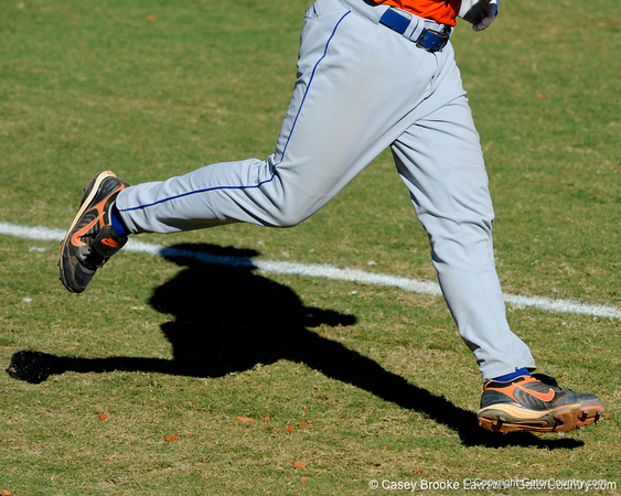Florida freshman Preston Tucker runs to first base during the University of Florida Orange and Blue scrimmage game in Gainesville, Fla on November 8, 2008. (Casey Brooke Lawson / Gator Country)