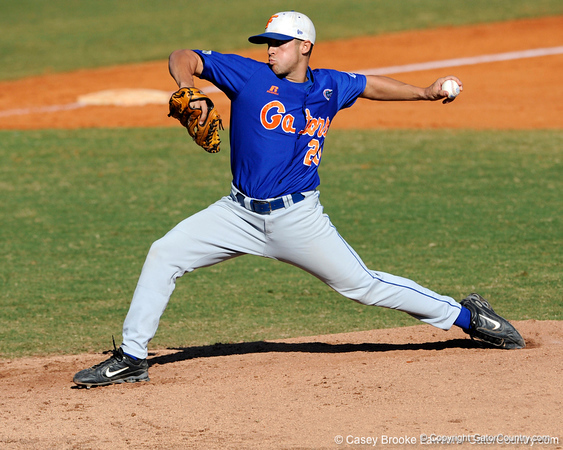 Junior LHP Tony Davis pitches during the University of Florida Orange and Blue scrimmage game in Gainesville, Fla on November 8, 2008. (Casey Brooke Lawson / Gator Country)