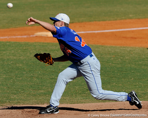 Florida senior pitcher Stephen Locke throws during the University of Florida Orange and Blue scrimmage game in Gainesville, Fla on November 8, 2008. (Casey Brooke Lawson / Gator Country)