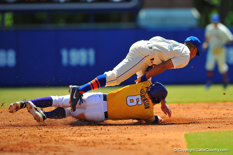 Florida sweeps the series against #3 ranked LSU with a 11-7 win on Sunday.