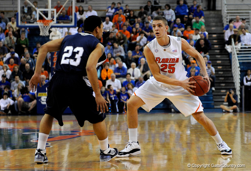 (Casey Brooke Lawson / Gator Country) UF forward Chandler Parsons moves the ball past a Longwood player during the first half of the Gators games against Lancers in Gainesville, Fla., on January 6, 2009.