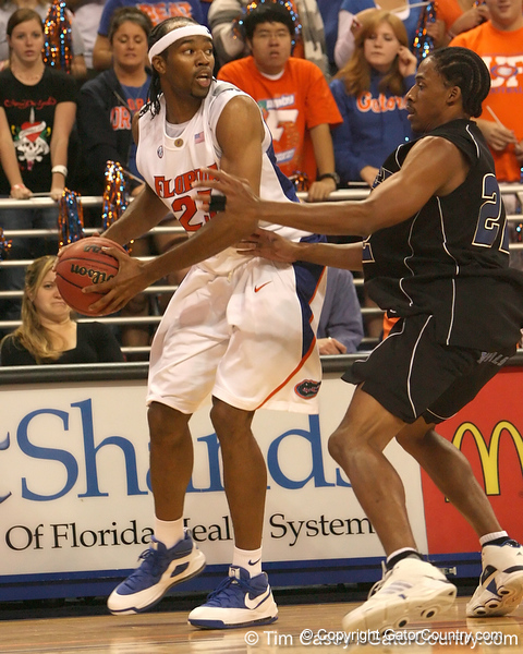 photo by Tim Casey<br /> <br /> Florida sophomore forward Alex Tyus looks to pass during the first half of the Gators' exhibition game against the Warner Southern Royals on Monday, November 3, 2008 at the Stephen C. O'Connell Center in Gainesville, Fla.