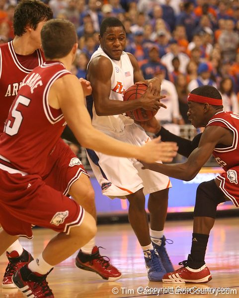 photo by Tim Casey<br /> <br /> Florida freshman guard Erving Walker brings the ball into the key during first half of the Gators' 80-65 win against the Arkansas Razorbacks on Saturday, January 17, 2009 at the Stephen C. O'Connell Center in Gainesville, Fla.