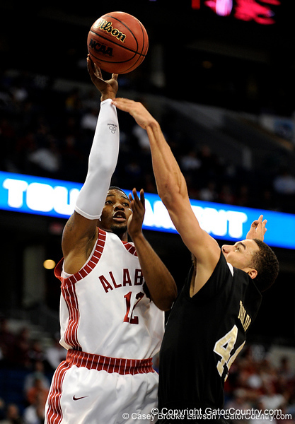 Alabama guard Alonzo Gee attempts to score during the Alabama Crimson Tide 82-75 victory over the Vanderbilt Commodores on Thursday, March 12, 2009 in the St. Pete Times Forum. / Gator Country photo by Casey Brooke Lawson