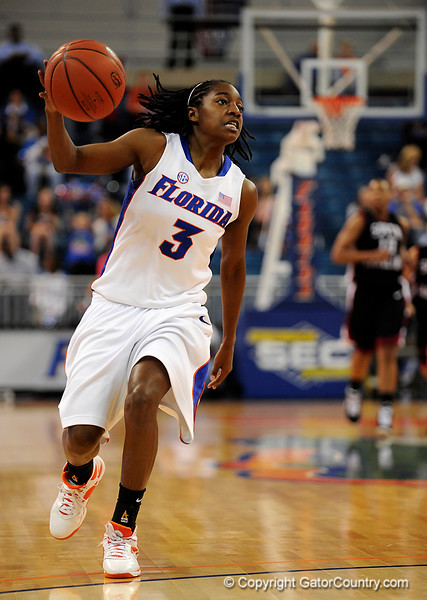 (Casey Brooke Lawson / Gator Country) UF senior guard Sha Brooks dribbles the ball during the first half of the Gators 82 to 64 victory over South Carolina on Sunday, February 22, 2009.