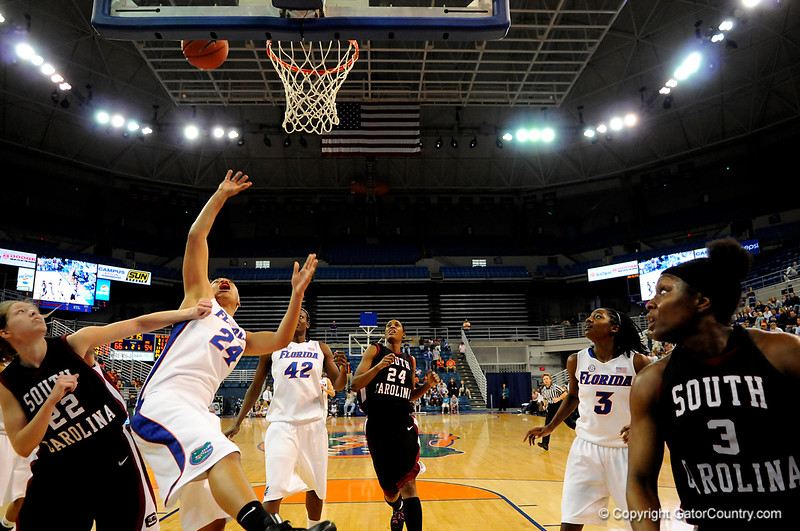 (Casey Brooke Lawson / Gator Country) UF junior forward Sharielle Smith attempts to score during the Gators 82 to 64 victory over South Carolina on Sunday, February 22, 2009.