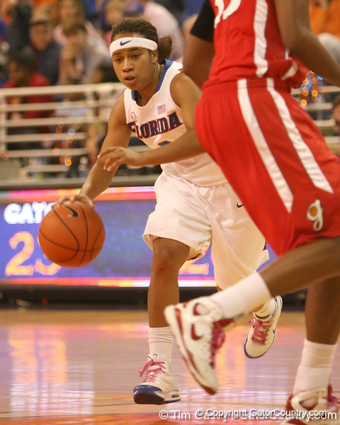 photo by Tim Casey<br /> <br /> Florida junior guard Lonnika Thompson dribbles towards the paint during the Gators' 61-45 win against the Georgia Bulldogs on Sunday, January 18, 2009 at the Stephen C. O'Connell Center in Gainesville, Fla.