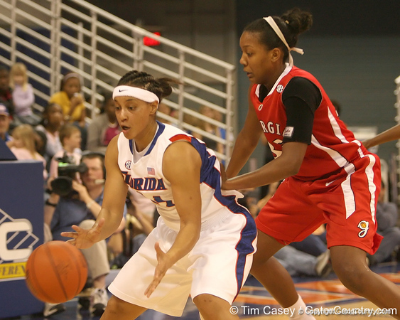 photo by Tim Casey<br /> <br /> Florida senior forward Marshae Dotson accepts a pass in the paint during the Gators' 61-45 win against the Georgia Bulldogs on Sunday, January 18, 2009 at the Stephen C. O'Connell Center in Gainesville, Fla.
