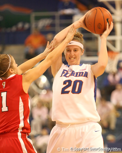photo by Tim Casey<br /> <br /> Florida junior guard Susan Yenser looks to pass during the Gators' 61-45 win against the Georgia Bulldogs on Sunday, January 18, 2009 at the Stephen C. O'Connell Center in Gainesville, Fla.