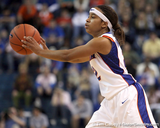 photo by Tim Casey<br /> <br /> Florida junior guard Lonnika Thompson passes during the Gators' 61-45 win against the Georgia Bulldogs on Sunday, January 18, 2009 at the Stephen C. O'Connell Center in Gainesville, Fla.