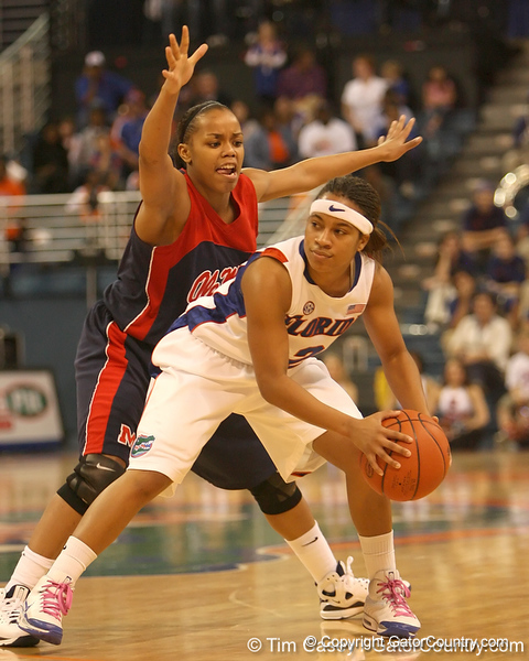 photo by Tim Casey<br /> <br /> Florida junior guard Lonnika Thompson looks to pass during the Gators' 75-54 win against the Mississippi Rebels on Sunday, January 25, 2009 at the Stephen C. O'Connell Center in Gainesville, Fla.