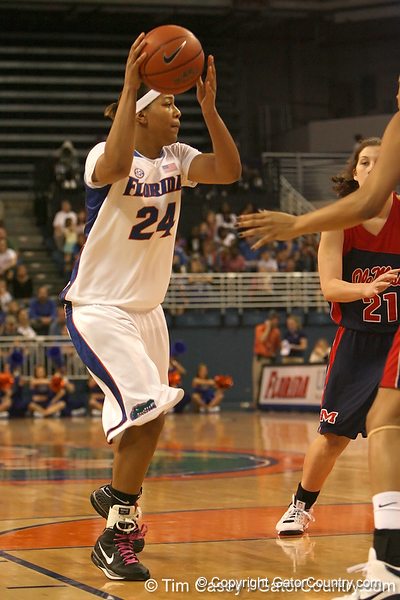 photo by Tim Casey<br /> <br /> Florida junior forward Sharielle Smith passes during the Gators' 75-54 win against the Mississippi Rebels on Sunday, January 25, 2009 at the Stephen C. O'Connell Center in Gainesville, Fla.