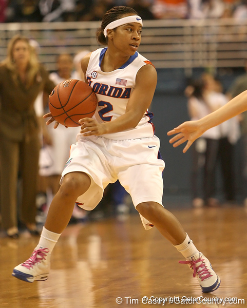 photo by Tim Casey<br /> <br /> Florida junior guard Lonnika Thompson handles the ball during the Gators' 75-54 win against the Mississippi Rebels on Sunday, January 25, 2009 at the Stephen C. O'Connell Center in Gainesville, Fla.