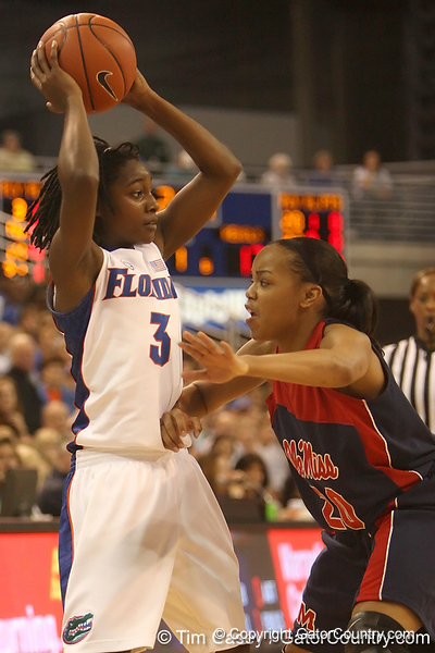 photo by Tim Casey<br /> <br /> Florida senior guard Sha Brooks looks to pass during the Gators' 75-54 win against the Mississippi Rebels on Sunday, January 25, 2009 at the Stephen C. O'Connell Center in Gainesville, Fla.
