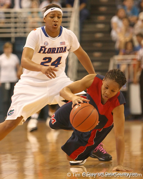 photo by Tim Casey<br /> <br /> Florida junior forward Sharielle Smith presses on defense during the Gators' 75-54 win against the Mississippi Rebels on Sunday, January 25, 2009 at the Stephen C. O'Connell Center in Gainesville, Fla.