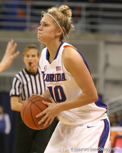 photo by Tim Casey<br /> <br /> Florida junior guard Steffi Sorensen looks to pass during the second half of the Gators' 74-59 win against the Kentucky Wildcats on Thursday, January 29, 2009 at the Stephen C. O'Connell Center in Gainesville, Fla.