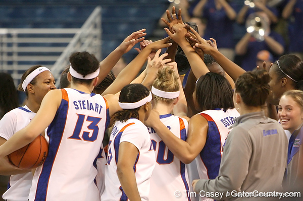 photo by Tim Casey<br /> <br /> The Florida basketball team huddles after the Gators' 74-59 win against the Kentucky Wildcats on Thursday, January 29, 2009 at the Stephen C. O'Connell Center in Gainesville, Fla.