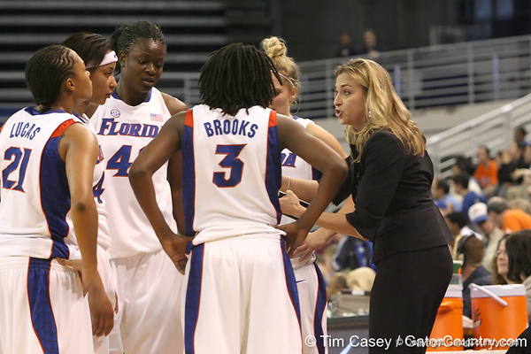 photo by Tim Casey<br /> <br /> Florida head coach Amanda Butler talks to her team during the second half of the Gators' 74-59 win against the Kentucky Wildcats on Thursday, January 29, 2009 at the Stephen C. O'Connell Center in Gainesville, Fla.