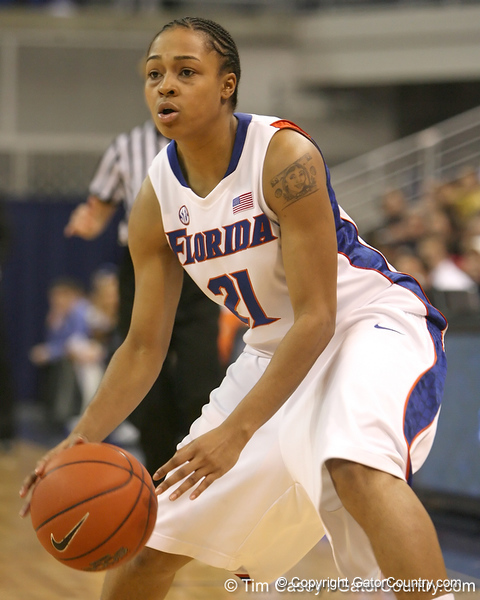 photo by Tim Casey<br /> <br /> Florida freshman guard Trumae Lucas looks to pass during the second half of the Gators' 74-59 win against the Kentucky Wildcats on Thursday, January 29, 2009 at the Stephen C. O'Connell Center in Gainesville, Fla.