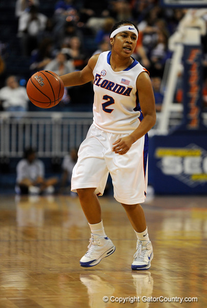 (Casey Brooke Lawson / Gator Country) UF guard Lonnika Thompson moves the ball past a Mississippi State player during the Gators game against the Lady Bulldogs in Gainesville, Fla., on January 8, 2009.