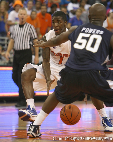 Florida freshman guard Kenny Boynton dribbles the ball during the Gators' 69-49 win against Georgia Southern on Wednesday, November 18, 2009 at the Stephen C. O'Connell Center in Gainesville, Fla. / photo by Tim Casey
