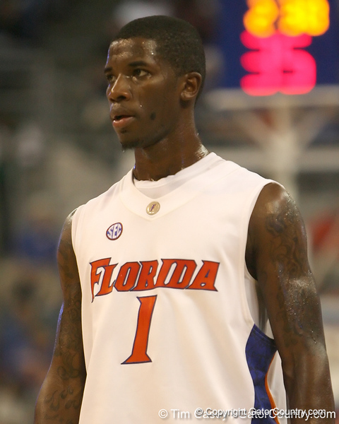 Florida freshman guard Kenny Boynton watches the ball during the Gators' 69-49 win against Georgia Southern on Wednesday, November 18, 2009 at the Stephen C. O'Connell Center in Gainesville, Fla. / photo by Tim Casey
