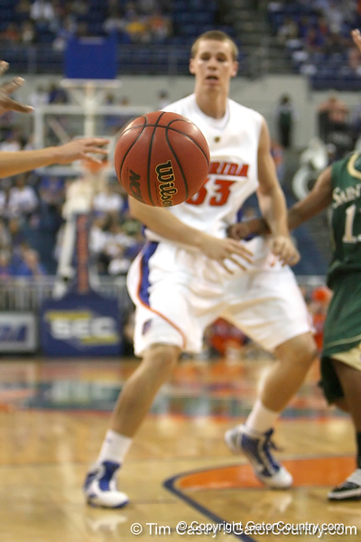Florida freshman forward Erik Murphy passes to Ray Shipman during the Gators' 95-46 exhibition game win against the St. Leo Lions on Monday, November 2, 2009 at the Stephen C. O'Connell Center in Gainesville, Fla. / Gator Country photo by Tim Casey