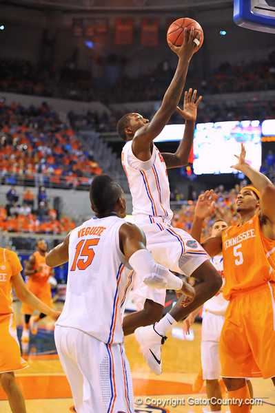 The Florida Gators defeat the Tennessee Volunteers 67-41.