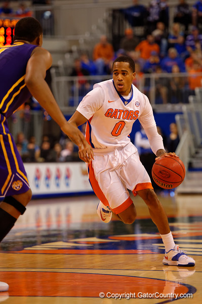 Florida Gators guard Kasey Hill dribbles down court during the first half.  Florida Gators vs LSU Tigers.  January 20th, 2015. Gator Country photo by David Bowie.