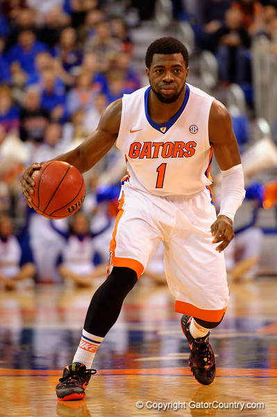 Florida Gators guard Eli Carter dribbles down court during the second half.  Florida Gators vs LSU Tigers.  January 20th, 2015. Gator Country photo by David Bowie.